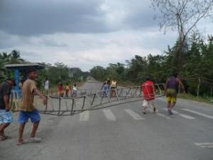 Blockading the Highway.  No pasarán.