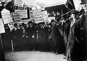 NY garment workers on strike 1913--(wikimedia)